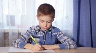 Closeup child doing homework, to do the job, 1080p video — Stock Video