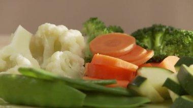 Steamed vegetables in sieve — Vidéo