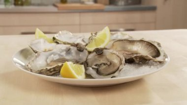 Fresh oysters with lemon — Stock Video