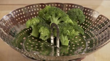 Vegetables being placed in a steamer — Stock Video
