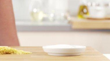 Salt added to a pot — Stok video