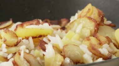 Fried potatoes being seasoned — Stock Video