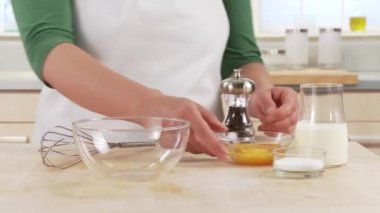 Yolk being poured into a bowl — Stock Video
