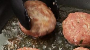 Meatballs fried in a pan — Stock Video