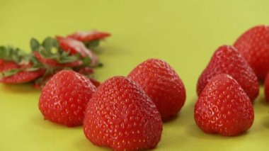 Fresh strawberries with their leaves cut off — Stock Video