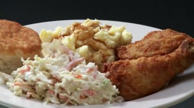 Chicken with coleslaw and potato salad — Stock Video