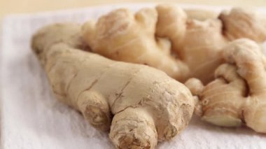 Ginger root on napkin — Stockvideo