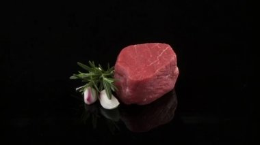Beef fillet with garlic — Stock Video