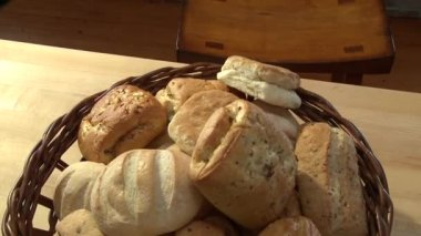 Bread rolls in a bread basket — Stock Video