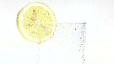 Pouring apple juice into a glass — Stock Video