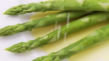 Asparagus with melted butter — Stock Video
