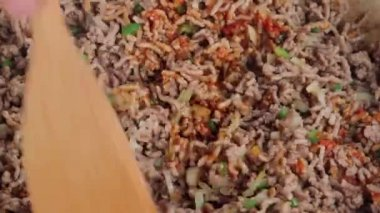 Mixing minced meat with tomato puree — Stock Video