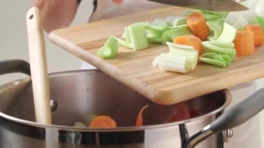 Placing vegetables into a pan — Stock Video