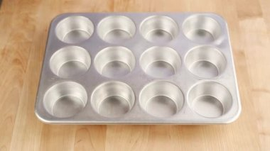 Muffin tin being brushed with oil — Stock Video
