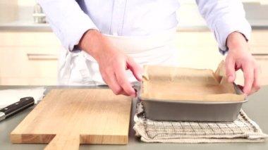 Mantequilla dulce de ser eliminado de una bandeja — Vídeo de Stock