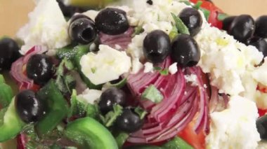 Vinaigrette drizzled over salad — Stock Video