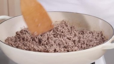 Chef browning mince in pan — Stock Video