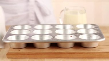 Batter being poured into a muffin tin — Stock Video