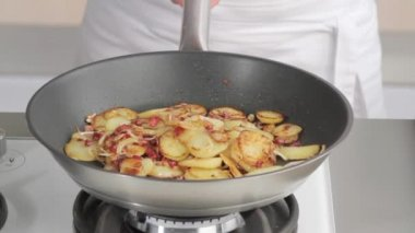 Tossing saute potatoes in a frying pan — Stock Video