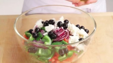 Salad being drizzled with vinaigrette — Stock Video