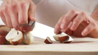 Chopping porcini mushrooms — Stock Video