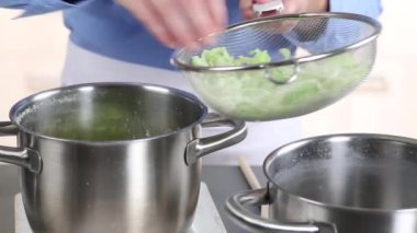 Blanched savoy cabbage — Stock Video