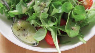 Lambs salad with vinaigrette — Stock Video
