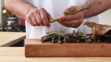 Chef broking woody green asparagus — Stock Video