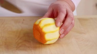 Cutting peeled Seville orange — Stock Video