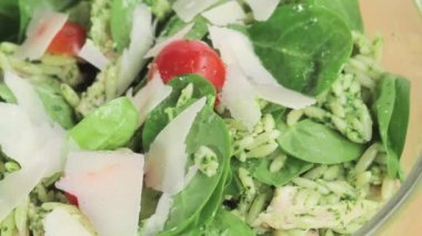 Orzo salad sprinkled with Parmesan — Stock Video