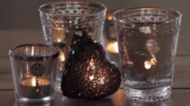 Tealights and a decorative heart — Stock Video