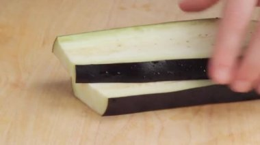 Dicing aubergine into cubes — Stock Video