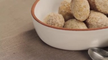 Potatoes with a salt crust — Stock Video