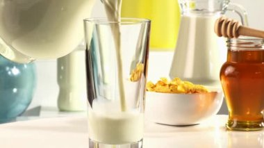 Pouring milk into a glass — Stock Video