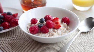 Porridge being garnished with fresh berries — Stock Video