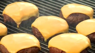 Grilling meat patties — Stock Video