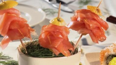 Salmon on cocktail sticks, sushi and tuna sandwiches — Stock Video