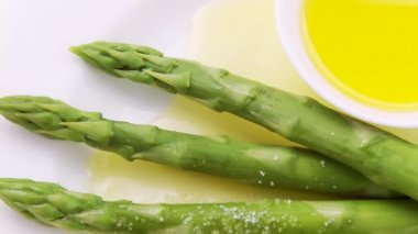 Sprinkling  asparagus with melted butter — Stock Video