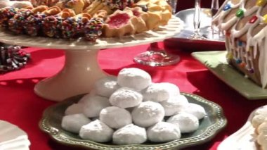 Gingerbread house and sweet baking — Stock Video