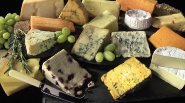Cutting cheese on a cheese platter — Stock Video
