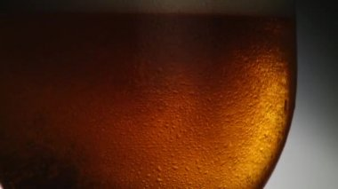 Pouring beer into a glass — Stock Video