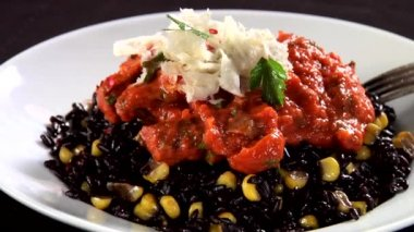 Black rice with sweetcorn — Stock Video