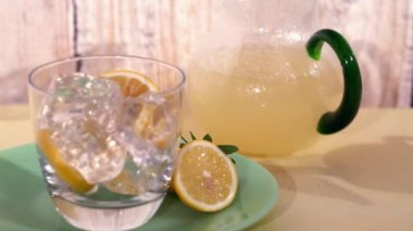 Lemon slices with a carafe of lemonade — Stock Video
