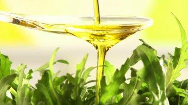 Sprinkling rocket salad with olive oil — Stock Video