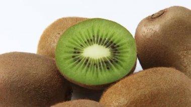 Whole and half kiwi fruit — Stock Video
