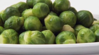 Pouring sauce over Brussels sprouts — Stock Video