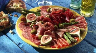 Plate of antipasti: salami, ham, figs — Stock Video