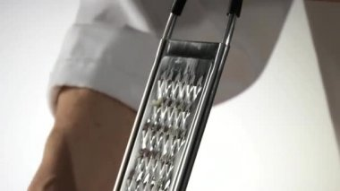 Chef grating mozzarella — Stock Video