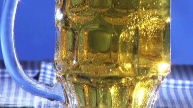 Beer in a tankard — Stock Video