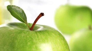 Granny Smith apples — Stock Video
